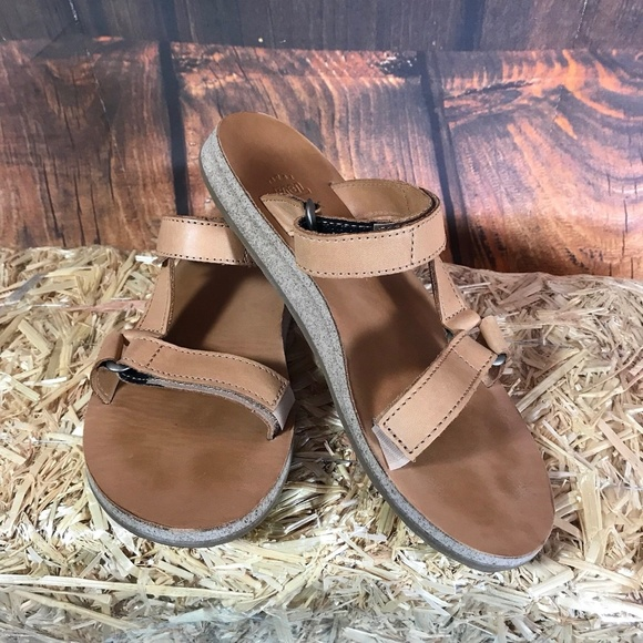 dbb0229d8af5 Teva Universal Slide Leather Tan Sandals. M 5b59dac9c61777ffb2bfd89c